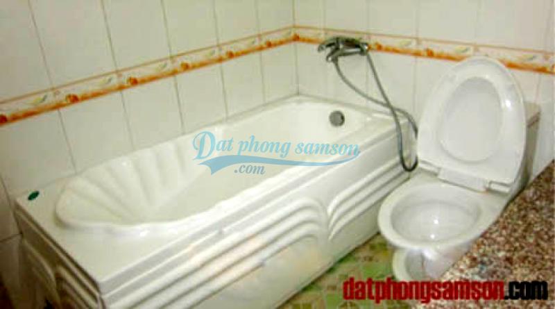 Bồn tắm phòng vip khách sạn hoa hồng 1 sầm sơn