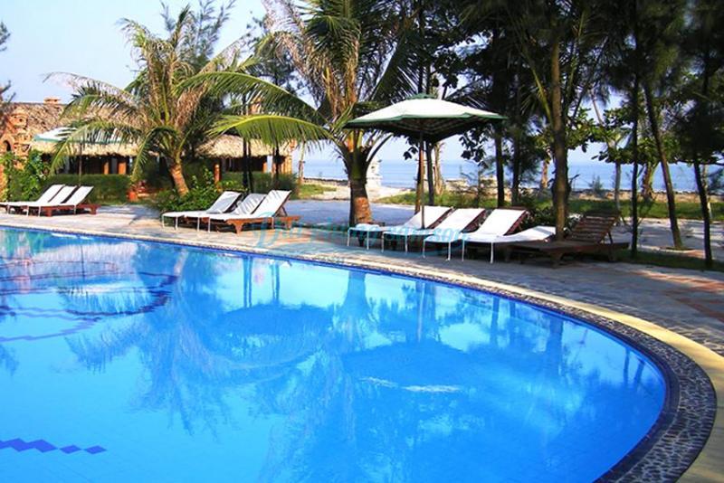 Bể bơi Vạn Chài resort Sầm Sơn