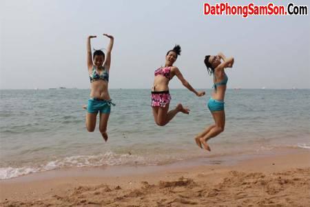 Những cô gái đầy cá tính nghỉ mát tại biển Sầm Sơn